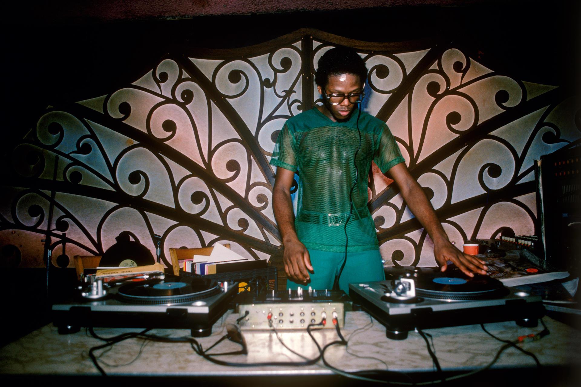 Le DJ D.St au Earth Edge.
