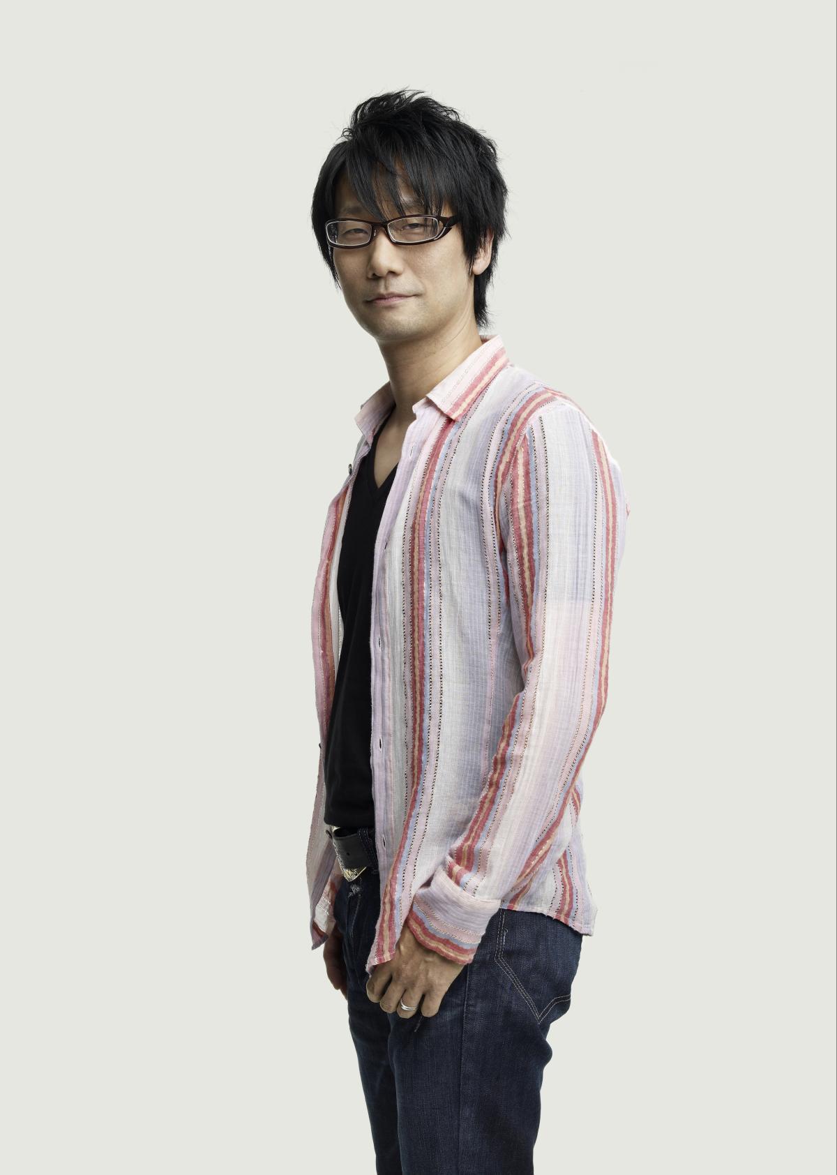 Peu de créateurs de jeux vidéo se sont autant mis en scène que Hideo Kojima, premier à signer ses oeuvres jusque sur leur jaquette.