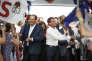 Jean-Christophe Cambadélis, premier secrétaire du Parti socialiste, et Manuel Valls, premier ministre, à la réunion de clôture de l'université d'été du PS à La Rochelle, dimanche 30 août.