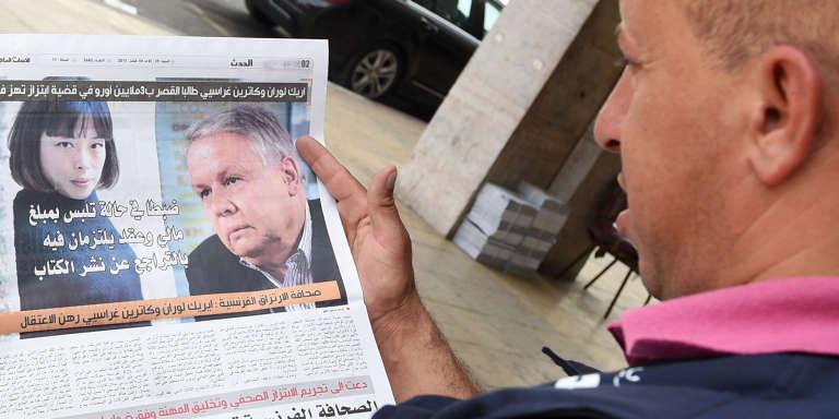 Les journalistes français Eric Laurent et Catherine Graciet, soupçonnés d'avoir tenté de faire chanter le roi du Maroc Mohammed VI, dans les pages d'un journal marocain à Rabat le 29 août 2015.