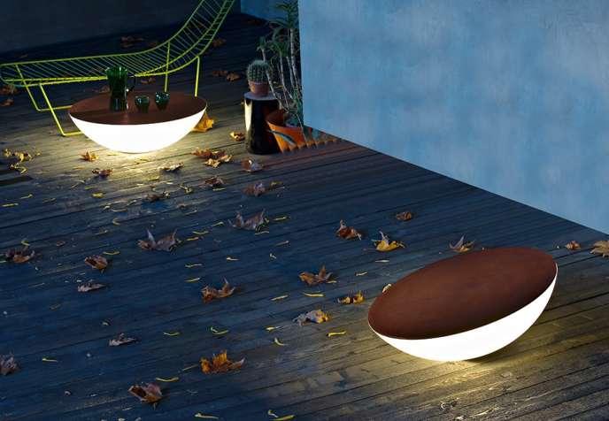 La lampe d'extérieur Solar Outdoor imaginée par Jean-Marie Massaud pour Foscarini.