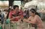 """L'actrice Jenjira Pongpas (à droite) dans le film thaïlandais d'Apichatpong Weerasethakul, """"Cemetery of Splendour"""" (""""Rak ti Khon Kaen"""")."""