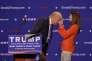 Lors d'un meeting à Greenville (Caroline du Sud), le 27août, Donald Trump a invité une jeune femme à monter sur scène afin de couper court aux moqueries sur sa présumée perruque.