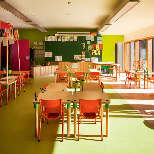 Une salle de classe de l'école primaire Le Blé en Herbe, à Trébédan, dans les Côtes d'Armor, entièrement repensée par la designer Matalie Crasset