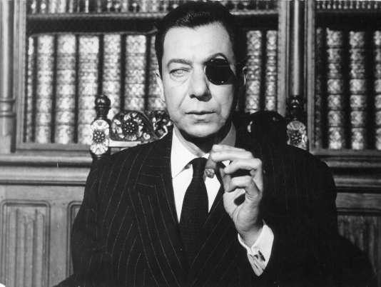 """Paul Meurisse dans le film de Georges Lautner, """"Le Monocle noir"""""""
