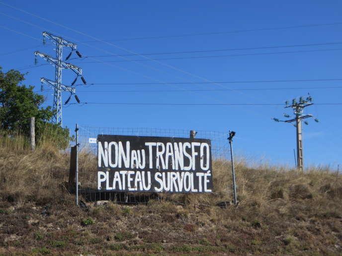 Le projet est rejeté par une partie de la population de Saint-Victor-et-Melvieu (Aveyron), village de 380 habitants.