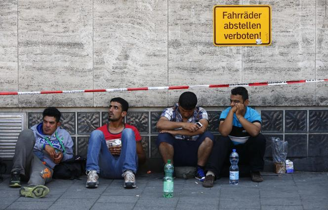Des migrants en attente d'être enregistrés à Munich, le 1er septembre.