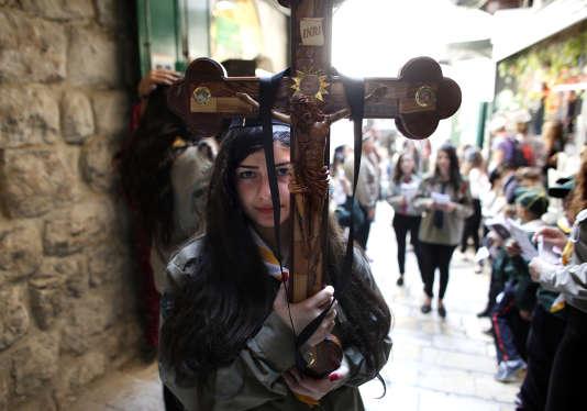 Une procession à Jérusalem à l'occasion du Vendredi saint, le 3 avril 2015.