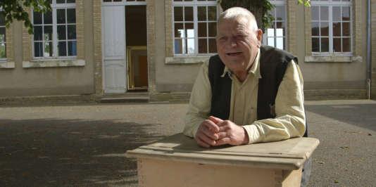 Jean-Claude Tireau, 70 ans, ne semble jamais avoir été entravé par son illettrisme.