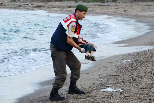 L'une des photos d'Aylan Kurdi, faites par la photographe Nilufer Demir.