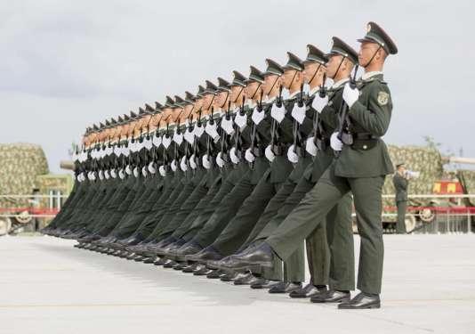 Des soldats s'entraînent mardi 1er septembre à Pékin pour le défilé militaire.