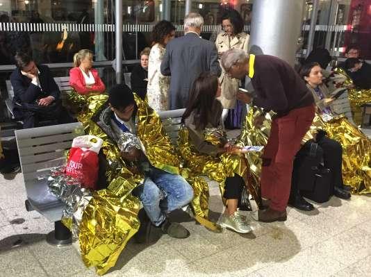 Des passagers bloqués en gare de Calais, mercredi 2 septembre.