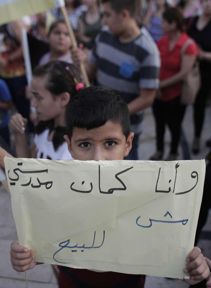 Un jeune Arabe israélien chrétien, lors d'une manifestation, le 1er septembre.