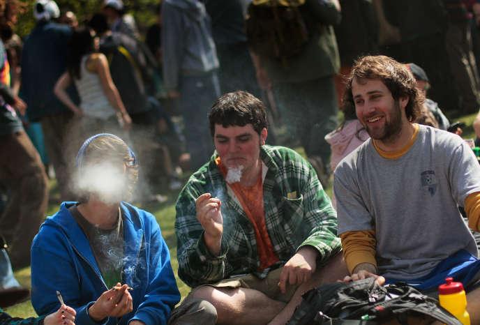 Il faut remonter à 1980 et la fin du mouvement hippie pour trouver un taux plus élevé de fumeurs réguliers de cannabis sur les campus américains.