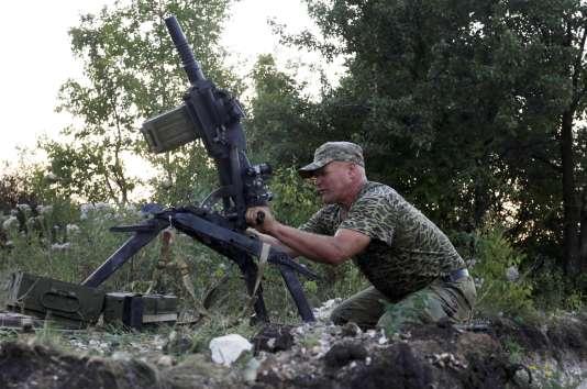 Un soldat ukrainien dans la région de Donetsk, le 23 août 2015.