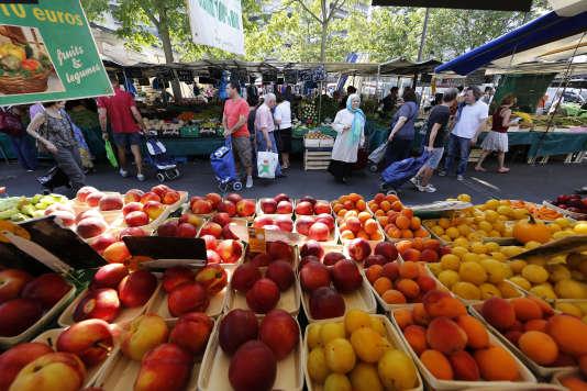 Le marché Beauveau sur la place d'Aligre, dans le 12e arrondissement de Paris.