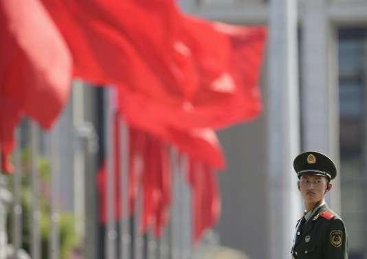 Un policier place Tiananmen mercredi 2 septembre.
