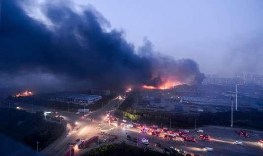 En août 2015, une série de violentes explosions dans un dépôt de produits chimiques avait fait 185morts à Tianjin, dans le nord de la Chine.