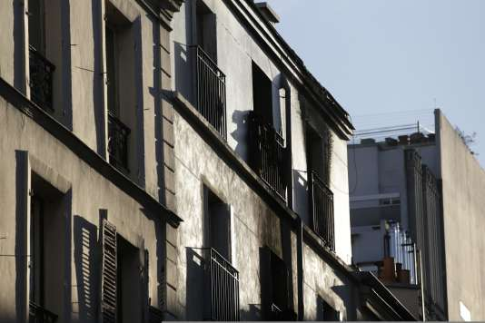 Les dégâts provoqués par l'incendie sur la façade de l'un des appartements de la rue Myrha.