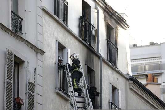 Sur le site de l'incendie rue Myrha, à Paris, mercredi 2 septembre au matin.