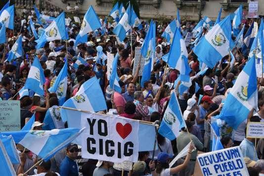 Manifestation pacifique contre le président du Guatemal, Otto Perez, au mois d'août.