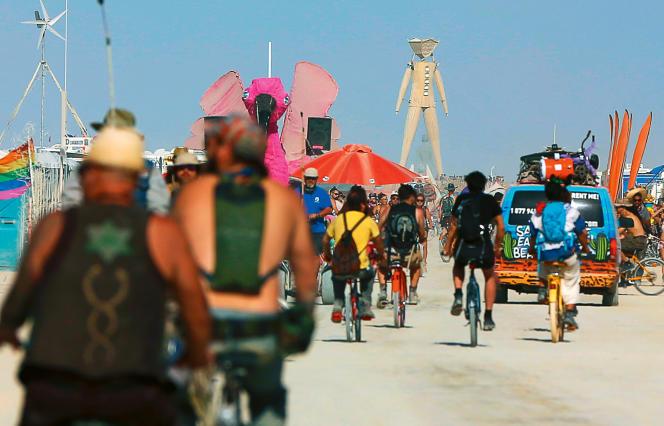 """L'édition 2015 du Burning Man a pour thème """"carnaval des miroirs""""."""