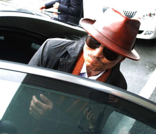 Kenichi Shinoda, un des parrains du gang  Yamaguchi Gumi, arrive à Kobé après sa libération de prison, en 2011.