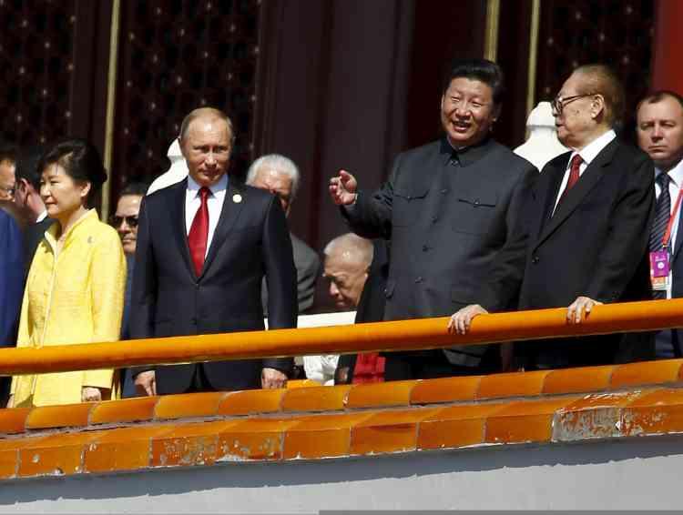 Près d'un millier de soldats étrangers, dont un détachement russe, ont également participé au défilé, auquel le président Vladimir Poutine assistait, principale figure parmi les dirigeants étrangers.