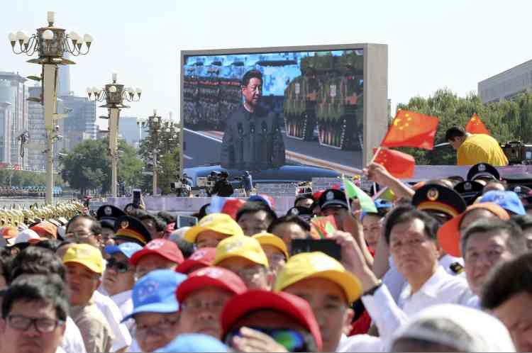 Le président chinois Xi Jinping a salué jeudi 3 septembre la victoire de 1945 contre le Japon en donnant le coup d'envoi d'un imposant défilé militaire.