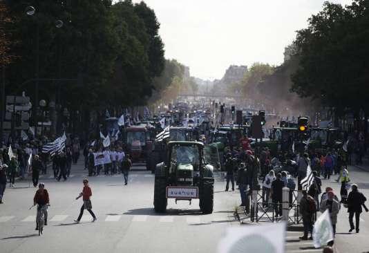 Place de la nation, jeudi 3 septembre. AFP PHOTO / KENZO TRIBOUILLARD