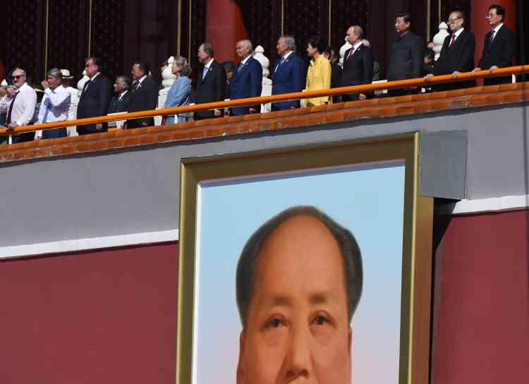 Les principaux dirigeants des démocraties occidentales, notamment le président américain, Barack Obama, et la chancelière allemande, Angela Merkel, ont boudé l'invitation, de même que le premier ministre japonais, Shinzo Abe, initiateur d'une révision de la politique pacifiste du Japon qui irrite fortement Pékin.