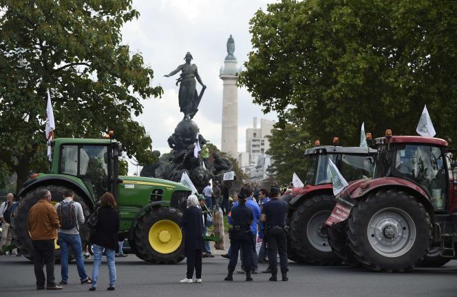 A l'appel de la FNSEA, les agriculteurs se sont rassemblés place de la Nation à Paris, jeudi 3 septembre.