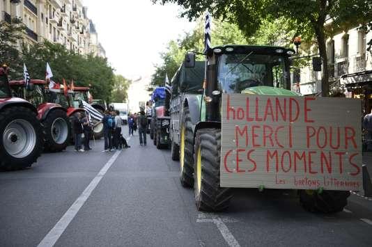Des tracteurs lors de la manifestation des agriculteurs, place de la Nation à Paris le 3 septembre.