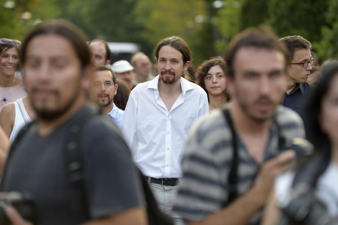 Pablo Iglesias (au centre) lors d'une manifestation à Madrid, le 27 juin.