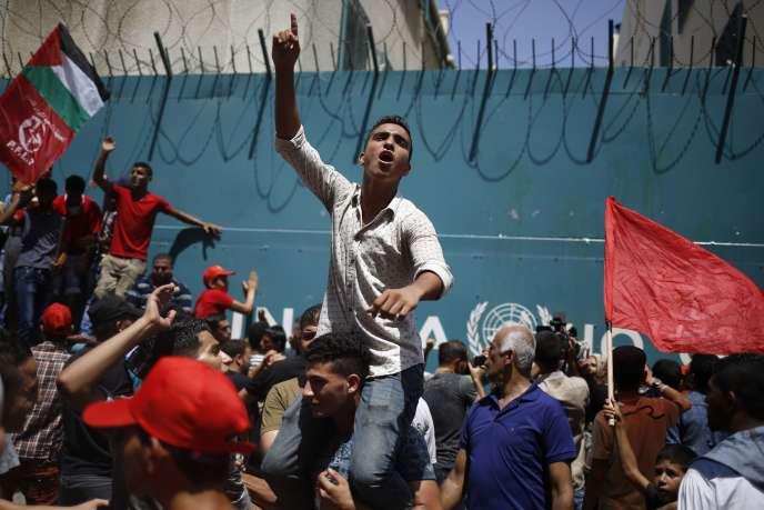 Manifestations à Gaza, en août 2015, contre la réduction des budgets de l'UNRWA alloués aux programmes éducatifs.