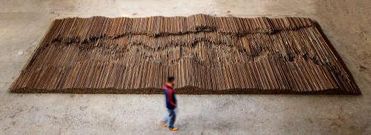 """""""Straight"""" (2008-2012) est réalisé à partir de barres de fer récupérées dans les ruines de Sichuan après le tremblement de terre du 12 mai 2008."""