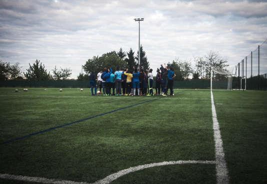 Les jeunes joueurs du club des Ulis (Essonne) jeudi à l'entraînement