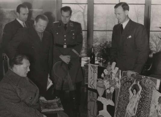 Goering au Jeu de Paume entouré d'historiens (notamment Bruno Lohse), lors de la seconde guerre mondiale.
