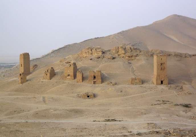 Cette nouvelle violation du patrimoine vient après la destruction par l'EI de deux des plus beaux temples de Palmyre, la « perle du désert » syrien.
