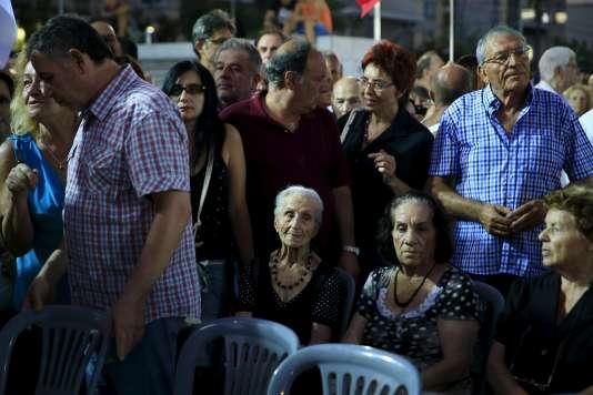 Des militants de Syriza lors d'un meeting de campagne à Athènes le 3 septembre.