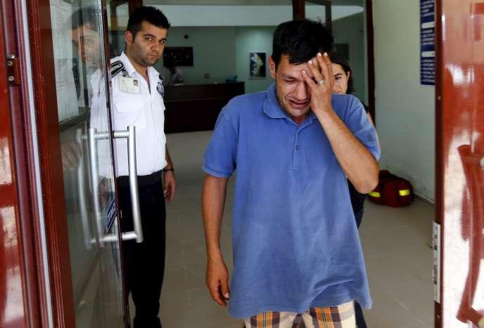 Abdullah Kurdi, le père d'Aylan, l'enfant de 3ans retrouvé mort sur une plage turque, à la sortie de la morgue de Mugla (Turquie), le 3septembre.