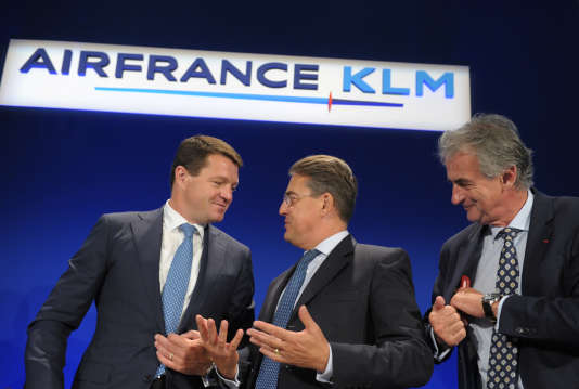 De gauche à droite : Pieter Elbers, le président de KLM, Alexandre de Juniac, le PDG du groupe Air France-KLM et Frédéric Gagey, le président d'Air France, le 24 juillet 2015.