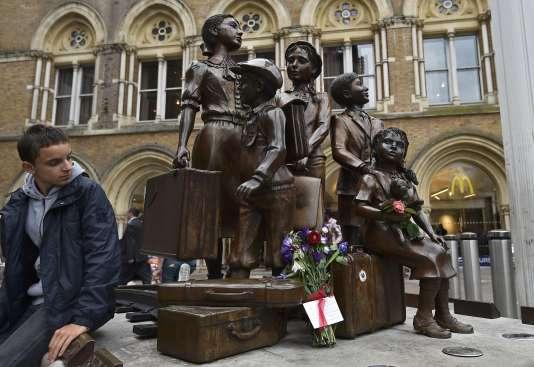 A Londres, une statue en mémoire des près de 10 000 enfants accueillis par le Royaume-Uni pendant la seconde guerre mondiale.