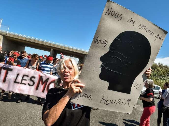 Lors d'une manifestation en faveur de l'accueil des migrants à Calais le 8 août 2015.
