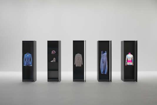 Mobilier par Jean Nouvel Design pour Yohji Yamamoto.