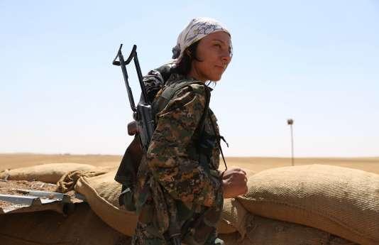 Une combattante du YPG dans le nord de la Syrie en septembre.