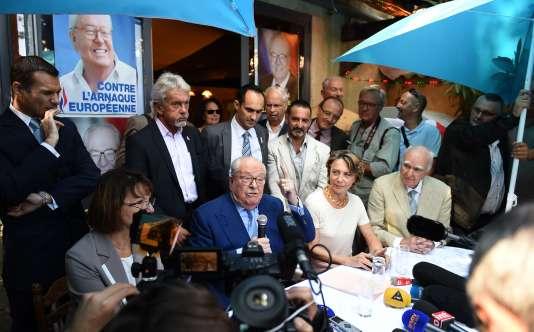 Jean-Marie Le Pen lors du déjeuner qu'il a organisé à Marseille où se tient en même temps l'université d'été du FN.