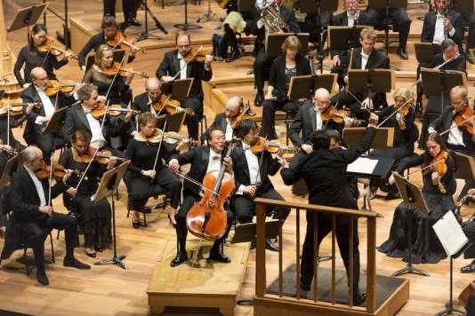 """Yo-Yo Ma et l'Orchestre symphonique de Boston sous la direction d'Andris Nelsons dans """"Don Quichotte"""" de Richard Strauss, à la Philharmonie de Paris, le 3 septembre 2015."""
