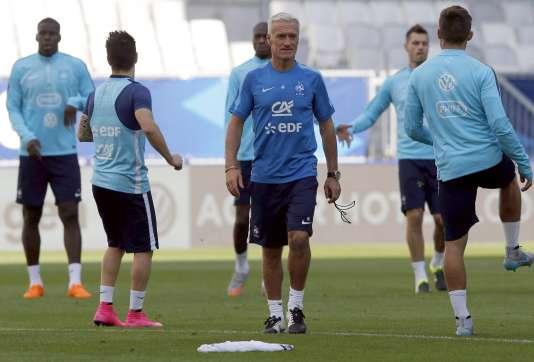 Didier Deschamps et les joueurs de l'équipe de France à Bordeaux en septembre 2015.