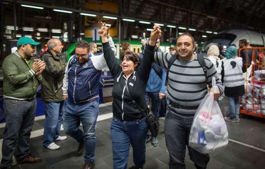 Des migrants à leur arrivée à Francfort, samedi.